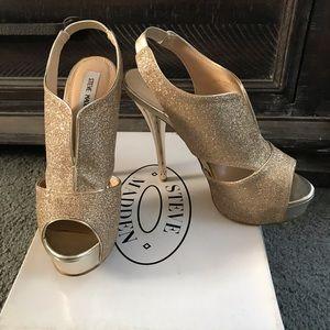 Steve Madden Golden Glitter Snobbie Heel